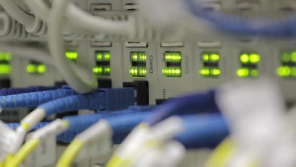 Blinkende LEDs an optischen Konvertern, die viel Verkehr anzeigen