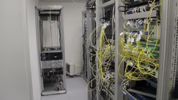 Rechenzentrum mit Hochgeschwindigkeits-Kommunikationstechnologie und Glasfaserwandlern