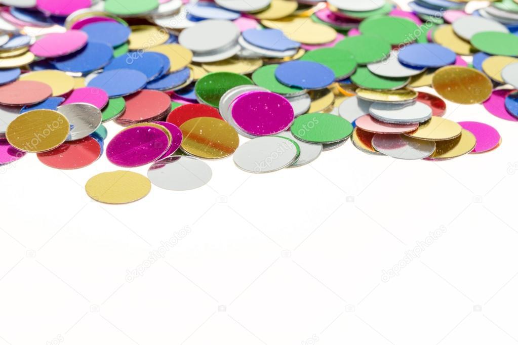 kleine farbige Konfetti Hintergrund auf weiß — Stockfoto © artush ...