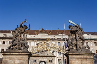 statue on entrance to Prague castle