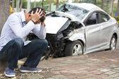 Fényképek ideges vezető közlekedési baleset után