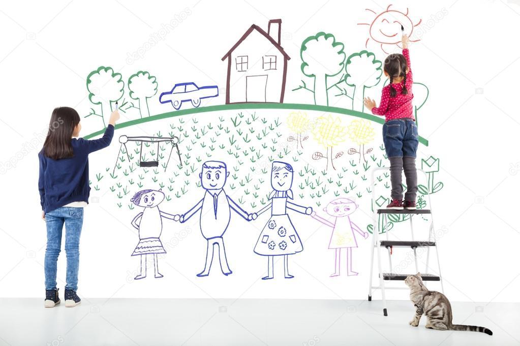 dos niños dibujando su sueño en la pared blanca — Foto de stock ...