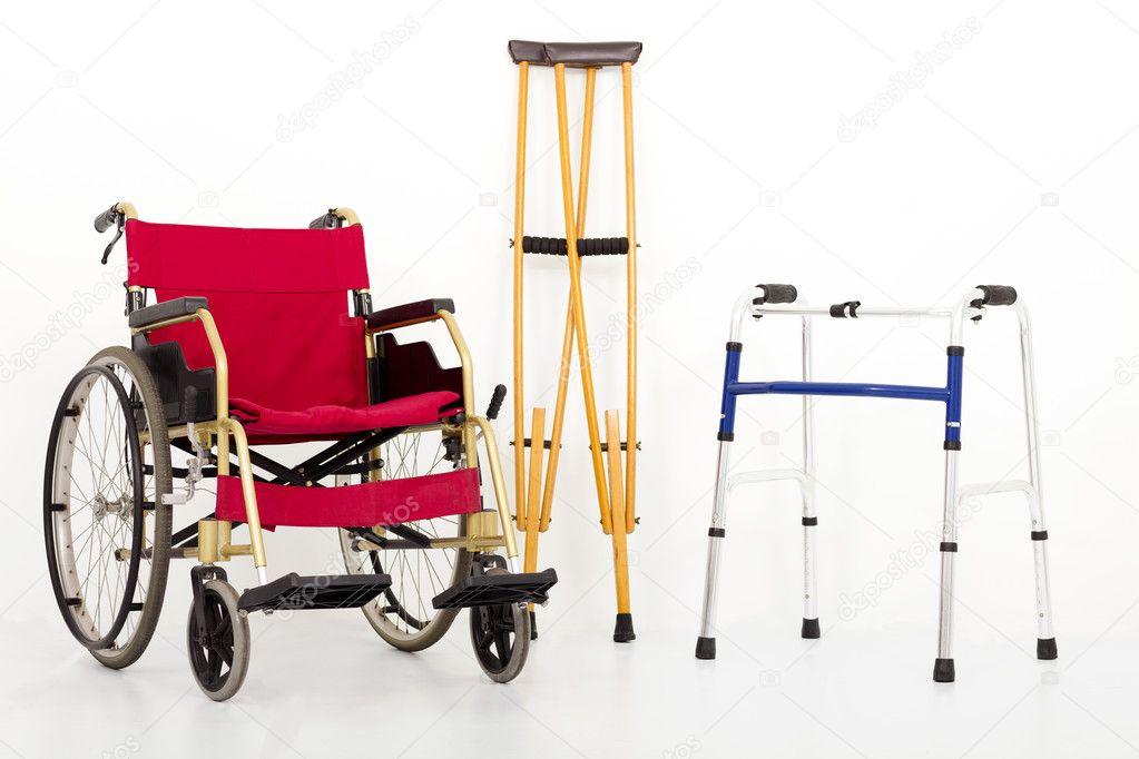 Ayudas para sillas de ruedas, muletas y movilidad. aislado