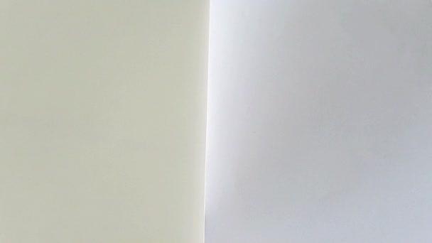 překlopení bílé stránky