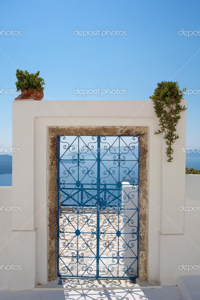 Porta d 39 ingresso di una casa a santorini foto stock for Immagini di una casa
