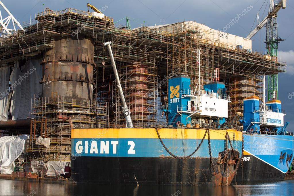 Ancoraggio piattaforma petrolifera presso il cantiere for Cantiere di costruzione