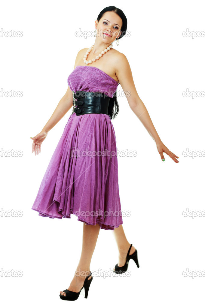 modelo de mujer en vestido rosa caminando — Foto de stock © lenanet ...