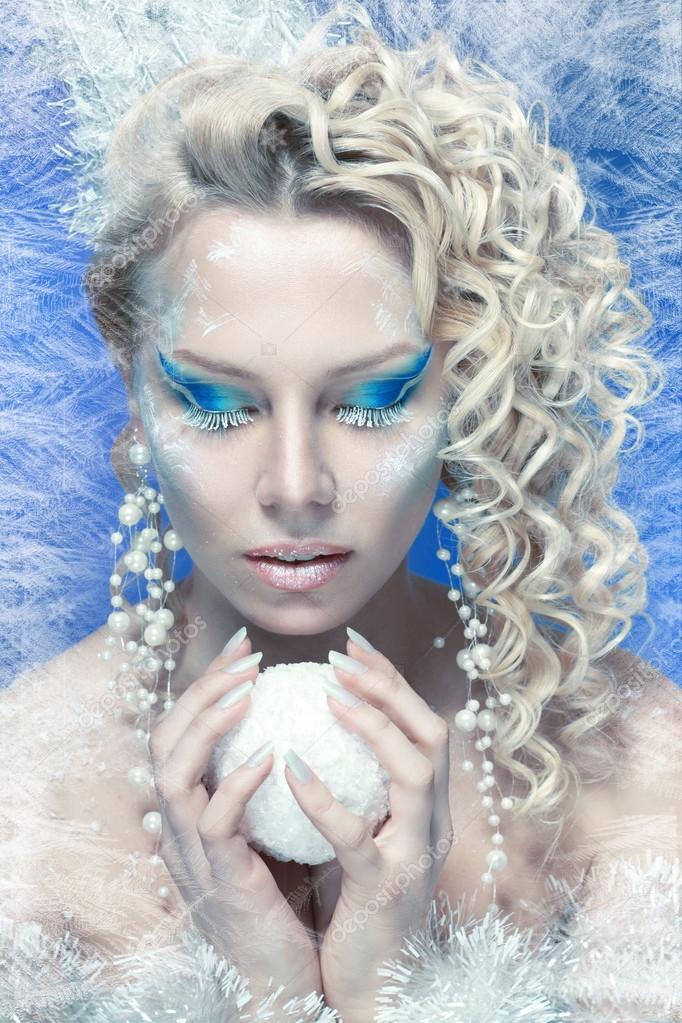 Kobieta Z Srebrny Niebieski Makijaż Artystyczny Zdjęcie Stockowe
