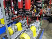 Pumpen, Rohrleitungen, Ventile und Armaturen