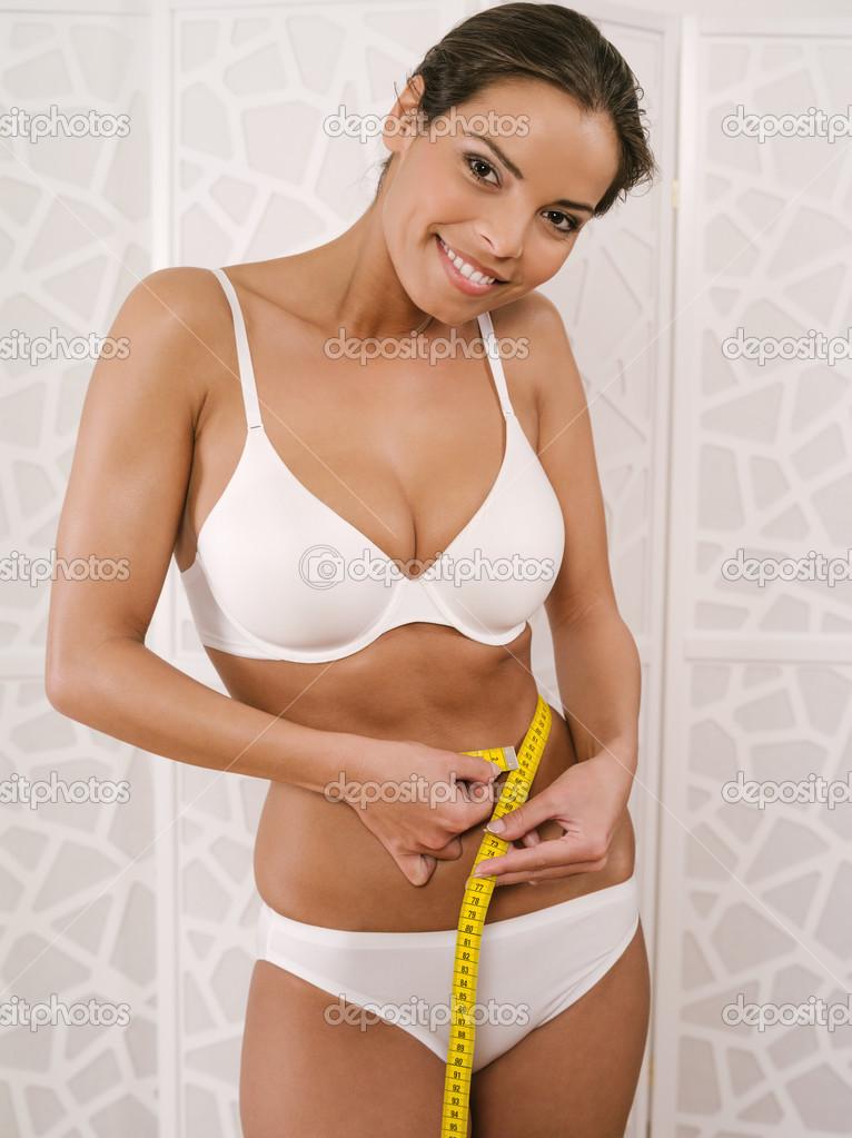 ba268bd0e31b4d Frau in Unterwäsche ihre Taille messen — Stockfoto © sumners #36979199