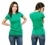 bruneta s prázdné zelené tričko