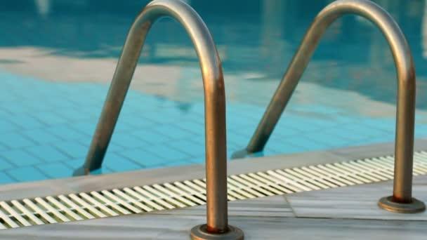 bazén v různých časech