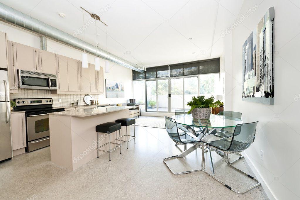 moderne eigentumswohnung küche ess- und wohnzimmer ? stockfoto ...