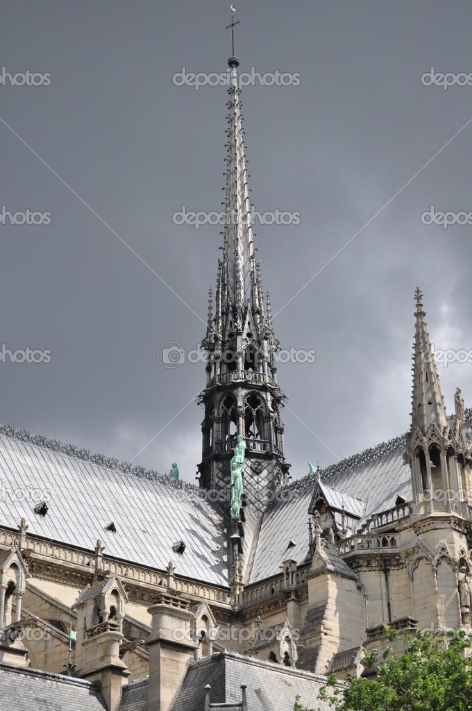 ノートルダム寺院の中央尖塔・ ド ・ パリ \u2014 ストック写真