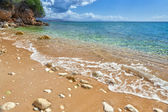 Fotografie Blick auf die Felsen im Sand und Kies Welle überbrücken