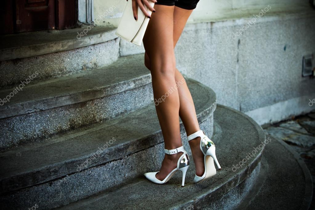 видео каблуках высоких дамы курящие на