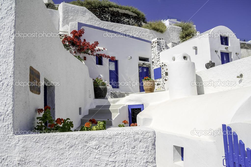 porte ouverte dans une maison grecque typique de l 39 le de. Black Bedroom Furniture Sets. Home Design Ideas