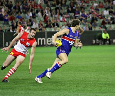 MELBOURNE - SEPTEMBER 12: Will minson burns off Darren Jolly in the AFL second semi final