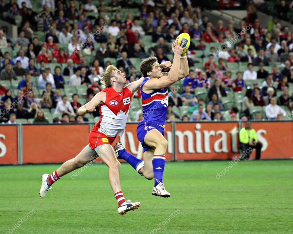 MELBOURNE - SEPTEMBER 12: Will Minson takes a strong mark in the AFL second semi final