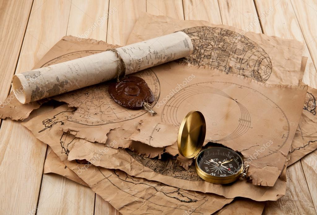 Brújula Y Mapas Antiguos
