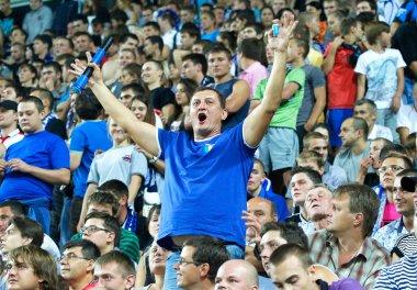 Odessa, Ukrayna - Ağustos 19, 2012: futbol taraftarları maç olacak