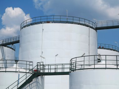 Oil reservoir and storage tank of mineral oil