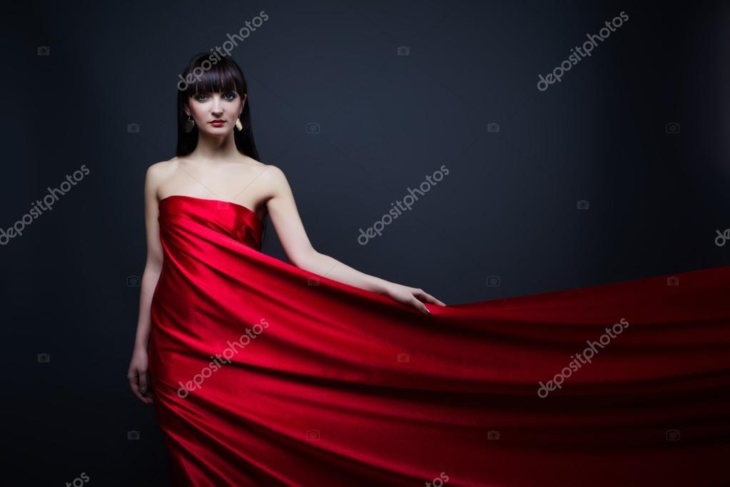 Смотреть онлайн женщина в красном платье