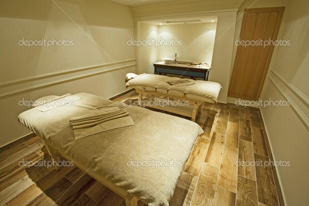 Massageraum luxus  in ein Wellness-Center — Stockfoto #39915691
