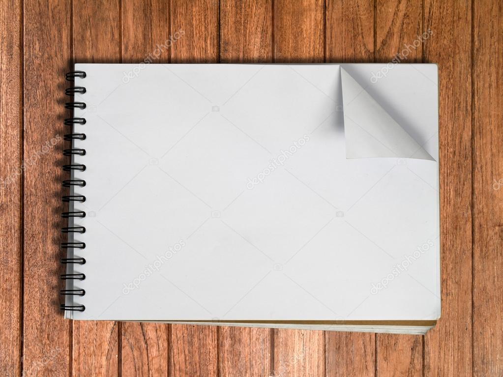 una página de libro de dibujo blanco en la madera — Fotos de Stock ...
