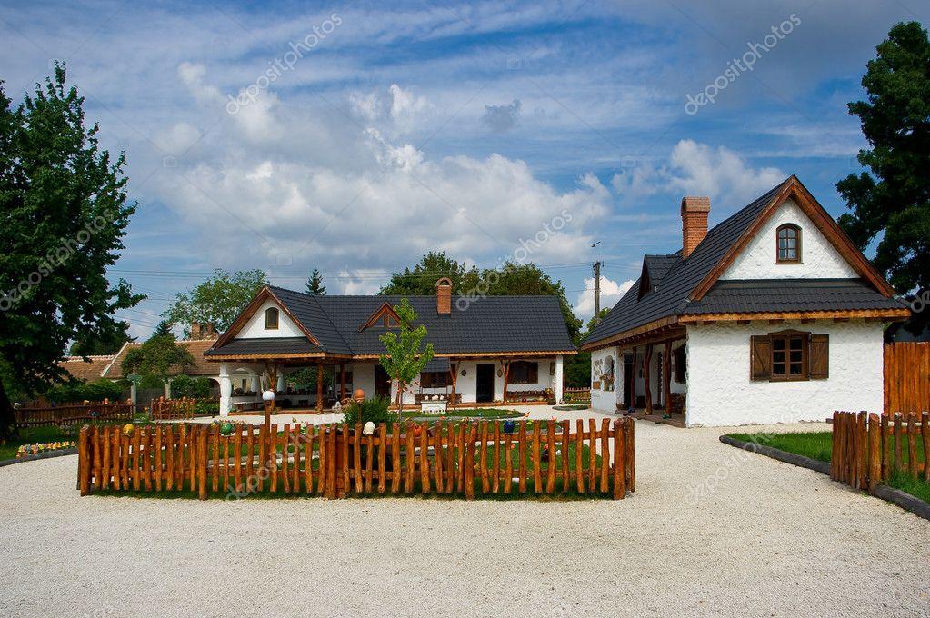Gerenoveerd oud huis u stockfoto zbynek