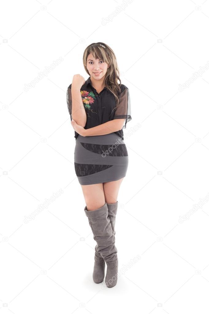 Chica Latina En Gris Vestido Negro Y Botas Largos Fotos De