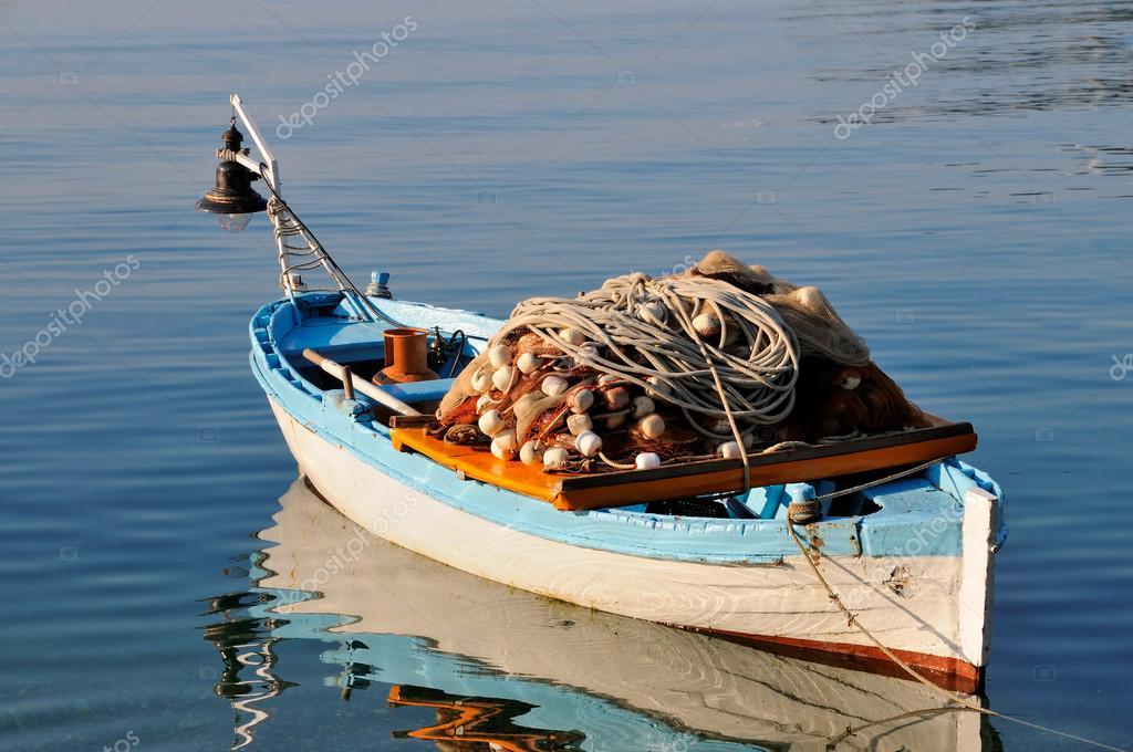 Piccola barca da pesca foto stock sevaljevic 21677973 for Barca a vapore per barche da pesca