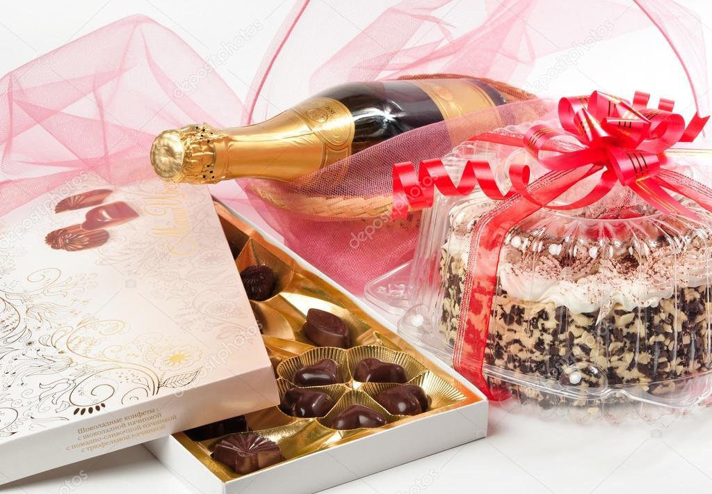 Шампанское, конфеты и жизненная проза