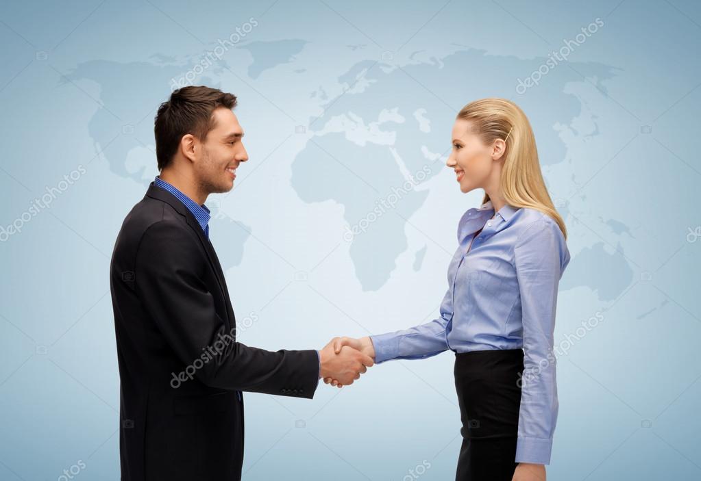 ли руки пожимаю при знакомстве женщины