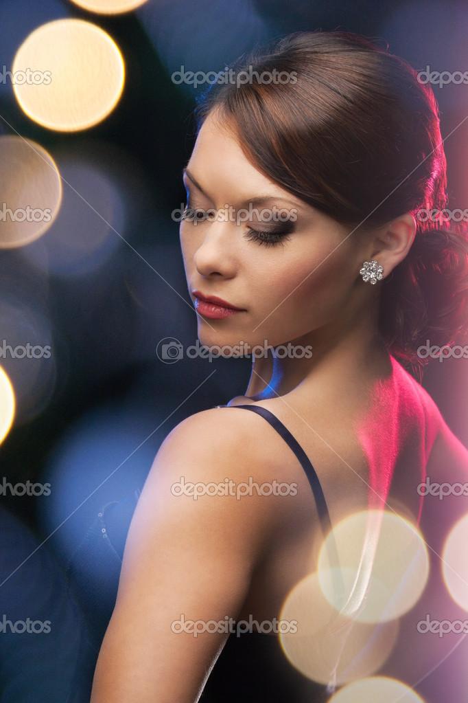 Que aretes usar con vestido de noche