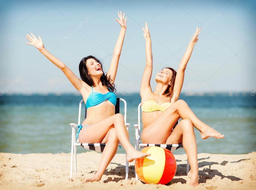 Girls Sunbathing On The Beach Chairs U2014 Stock Photo