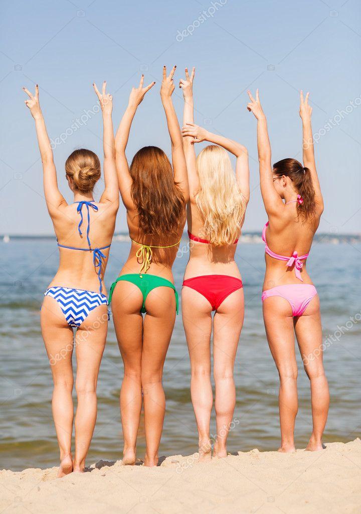 Фото группа девушек на пляже фото 383-975