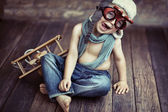 Fotografie malý chlapec hraje