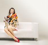 Fotografie überrascht Frau mit dem Heap Schuhe
