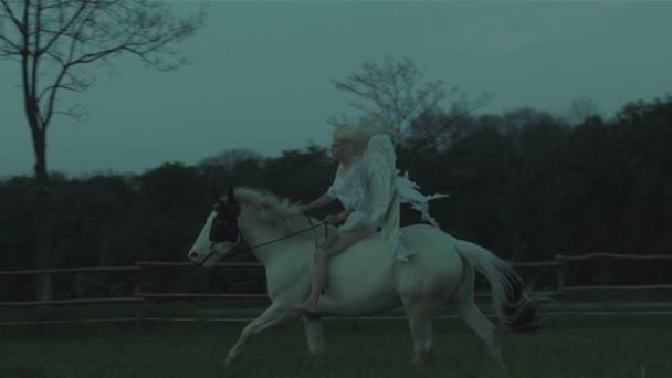 žena s koněm