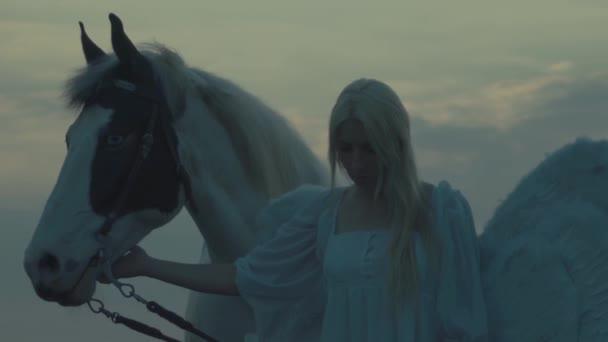 nő a ló