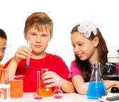 Fotografia miscelazione chimica