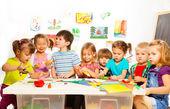 Fotografie děti ve třídě umění