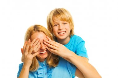 Boy surprises his mom