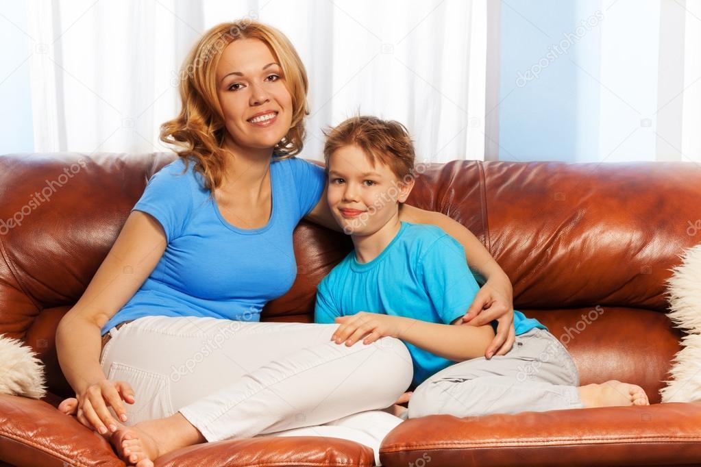 смотреть порно мать соблазнила малоттнего сына