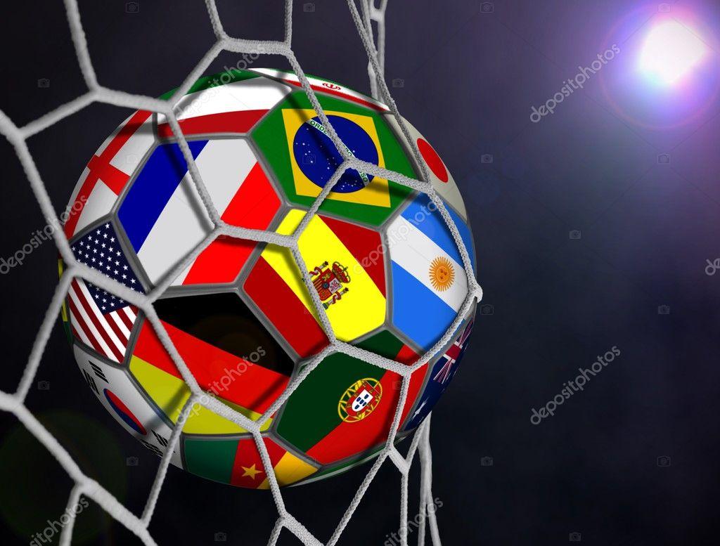 balón de fútbol con las banderas del equipo en goles netos — Fotos ...