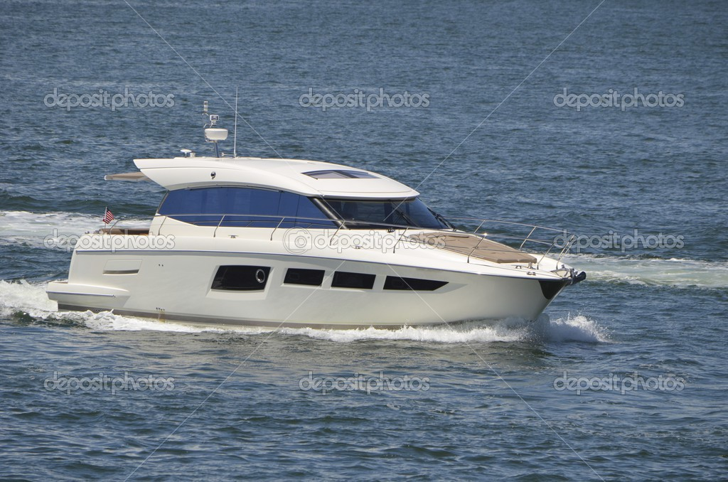 White Mini Yacht — Stock Photo © Wimbledon #50568817