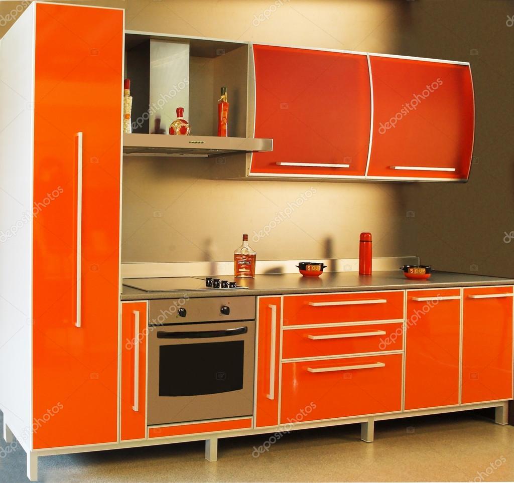 Interior de la cocina moderna en color rojo foto de for Mostrar cocinas modernas