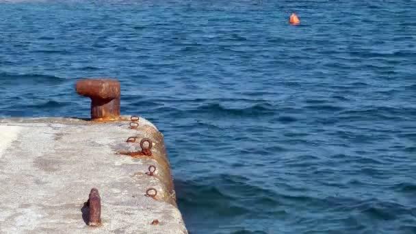 bóje na hladině moře