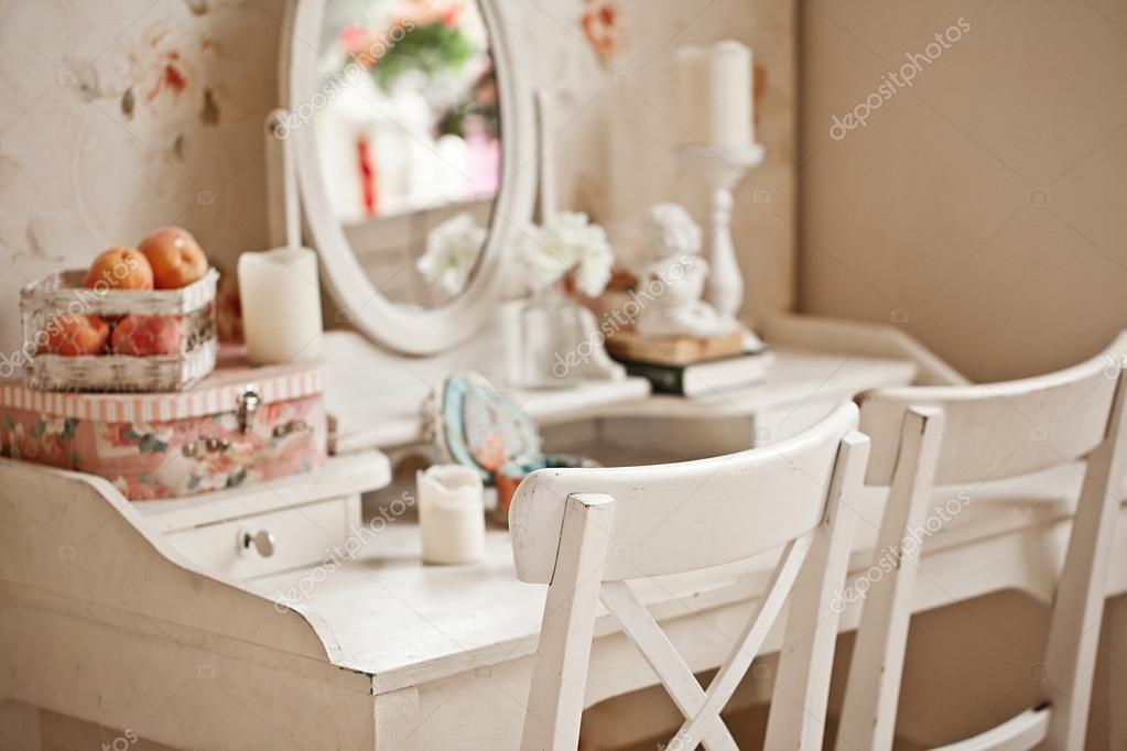 specchio camera da letto d\'epoca — Foto Stock © april_89 #50975833